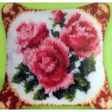 """Подушка в ковровой технике """"Розы"""""""