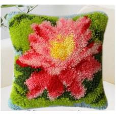 "Подушка в ковровой технике ""Цветок"""